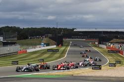 Lewis Hamilton, Mercedes AMG F1 W08, Kimi Raikkonen, Ferrari SF70H, Max Verstappen, Red Bull Racing RB13, the rest of the field
