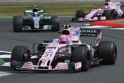 Esteban Ocon, Sahara Force India F1 VJM10, Valtteri Bottas, Mercedes AMG F1 W08, Sergio Perez, Sahara Force India F1 VJM10