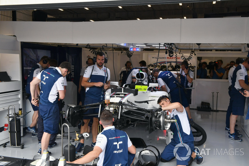 New chassis is built up for Felipe Massa, Williams FW40