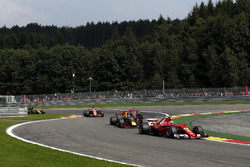 Kimi Raikkonen, Ferrari SF70H at the start of the race