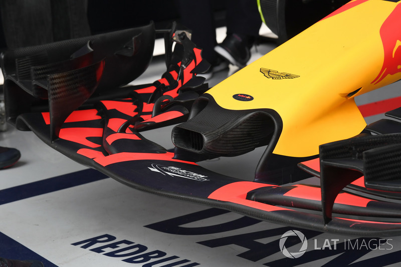 Red Bull Racing RB13 front wing and nose detail