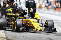 Jolyon Palmer, Renault Sport F1 Team RS17, leaves his pit box after a stop