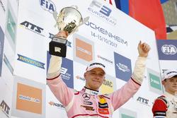 Podium: segundo, Maximilian Günther, Prema Powerteam Dallara F317 - Mercedes-Benz