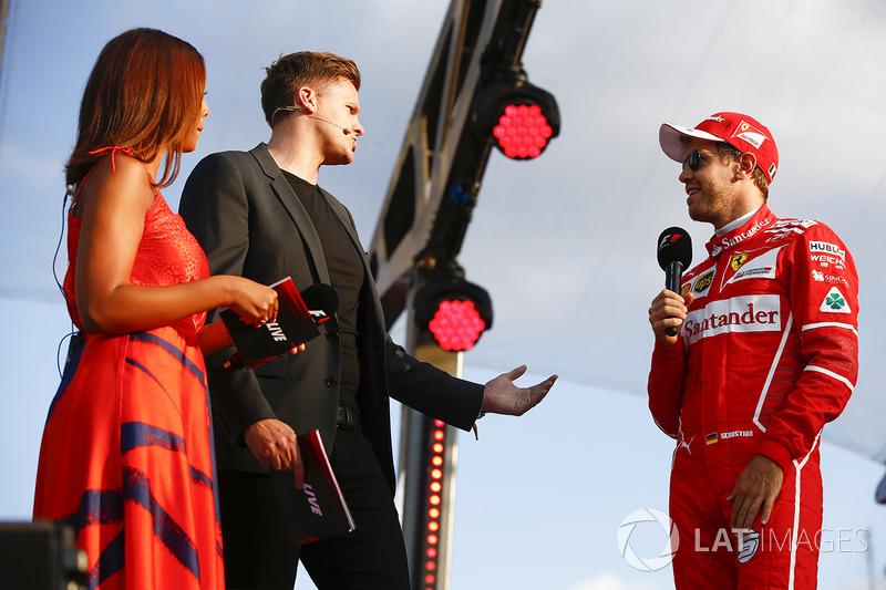 Себастьян Феттель (Ferrari) на сцені
