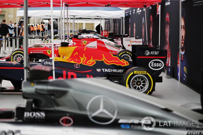 Kumpulan mobil-mobil F1