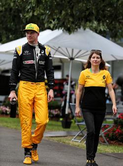 Nico Hulkenberg, Renault Sport F1 Team con Clarisse Hoffmann, Renault Sport F1 Team