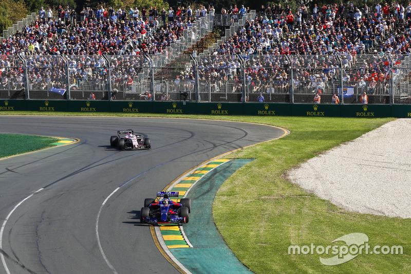Daniil Kvyat, Scuderia Toro Rosso STR12; Sergio Perez, Force India VJM10