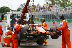 The car Fernando Alonso, McLaren MCL32 is recovered in FP1