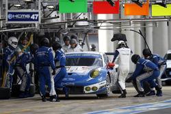 Pit stop #78 KCMG Porsche 911 RSR: Christian Ried, Wolf Henzler, Joel Camathias