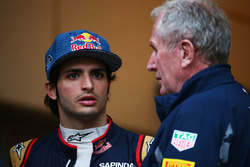 James Key, Scuderia Toro Rosso Technical Director, Carlos Sainz Jr., Scuderia Toro Rosso and Dr Helmut Marko, Red Bull Motorsport Consultant