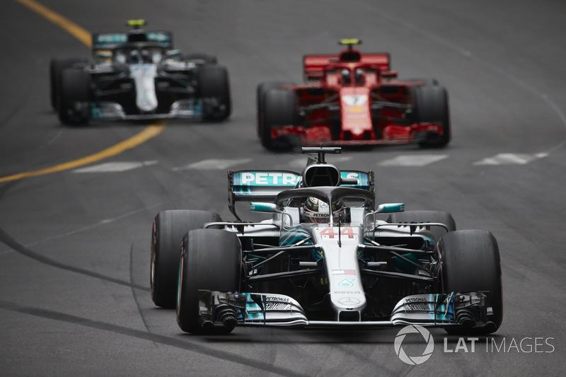 Lewis Hamilton, Mercedes AMG F1 W09, Kimi Raikkonen, Ferrari SF71H, Valtteri Bottas, Mercedes AMG F1 W09