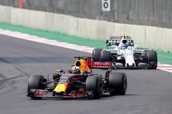 Daniel Ricciardo, Red Bull Racing RB13, Lance Stroll, Williams FW40