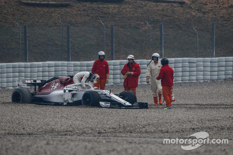 Marcus Ericsson, Alfa Romeo Sauber C37 in the gravel