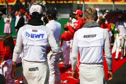 Sergio Perez, Force India, et Kevin Magnussen, Haas F1 Team, sur la grille
