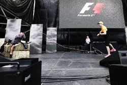 Nico Hulkenberg, Renault Sport F1 Team, tries the Lasso