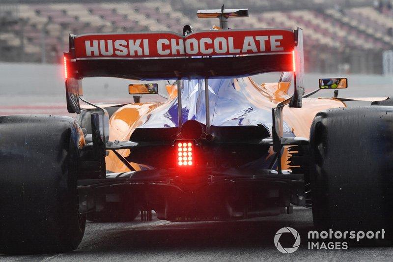 Feu rouge à l'arrière de la monoplace de Lando Norris, McLaren MCL34