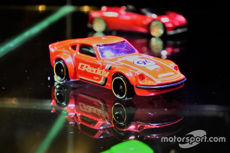 Diecast Nissan Fairlady S30 Hot Wheels