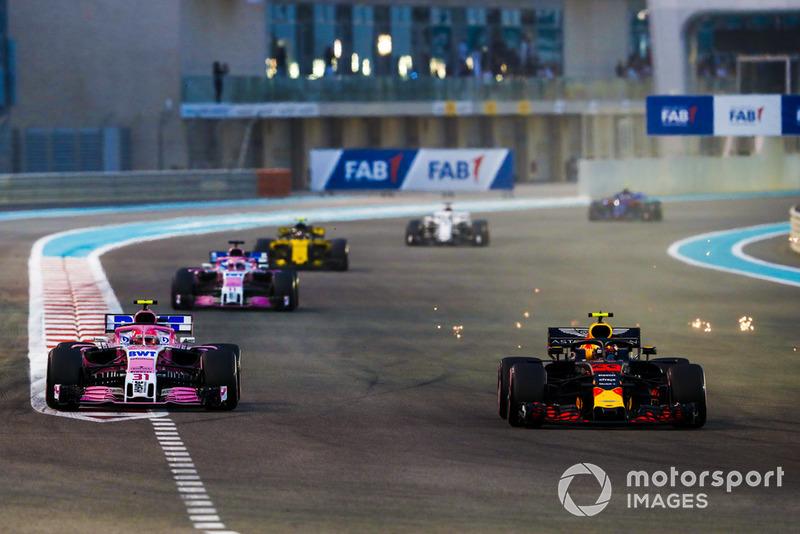 Max Verstappen, Red Bull Racing RB14, Esteban Ocon, Racing Point Force India VJM11, Sergio Pérez, Racing Point Force India VJM11, y Carlos Sainz Jr., Renault Sport F1 Team R.S. 18