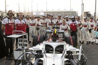 Marcus Ericsson, Sauber et ses mécaniciens sur la grille