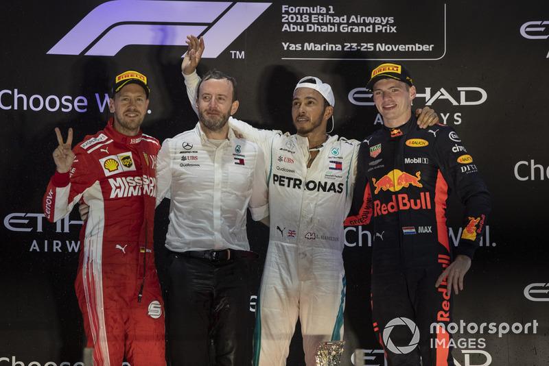 Podio: segundo lugar Sebastian Vettel, Ferrari, ganador de la carrera Lewis Hamilton, Mercedes AMG F1 y tercer lugar Max Verstappen, Red Bull Racing celebran