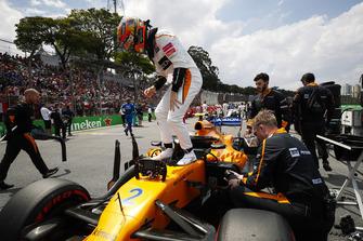 Stoffel Vandoorne, McLaren, climbs out of his car