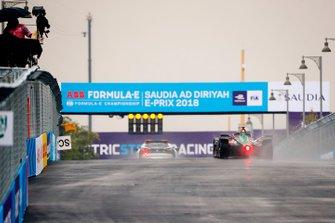 Lucas Di Grassi, Audi Sport ABT Schaeffler, Audi e-tron FE05 follows the Qualcomm BMW i8 Safety car