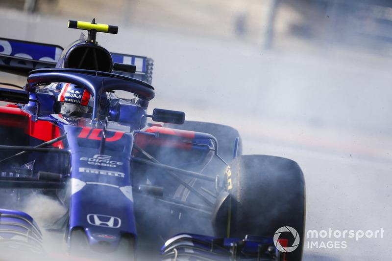 Pierre Gasly, Scuderia Toro Rosso STR13 hace un trompo