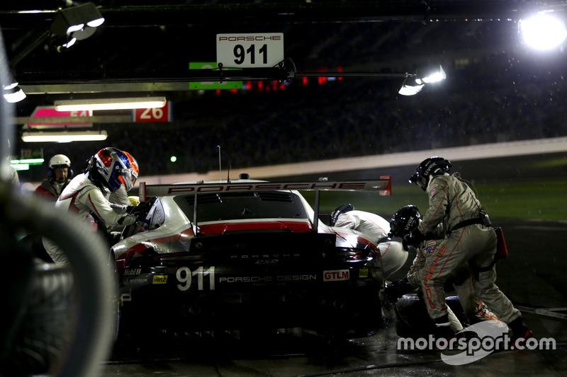 Pitstop, #911 Porsche Team North America Porsche 911 RSR: Patrick Pilet, Dirk Werner, Frédéric Makow