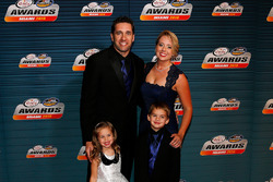 Elliott Sadler, JR Motorsports Chevrolet with family