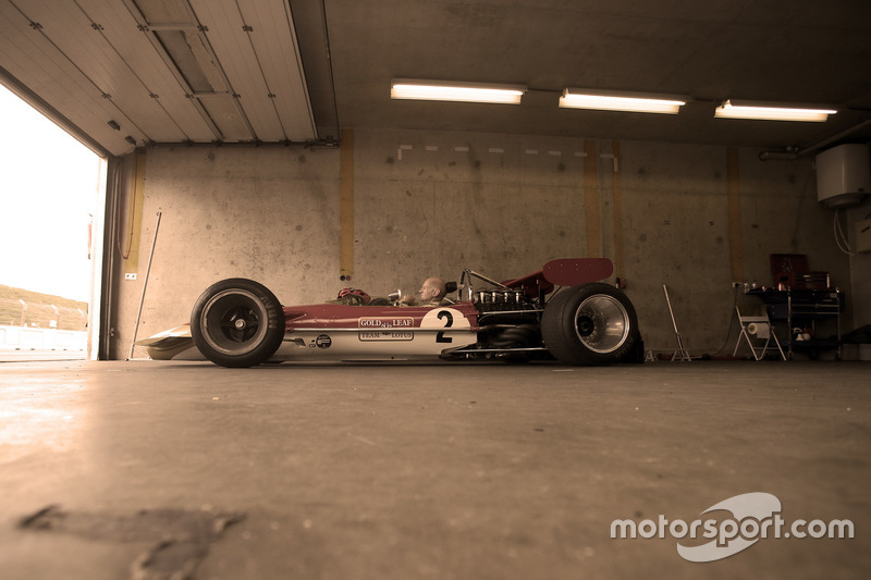 Едріан Ньюі, Lotus 49B