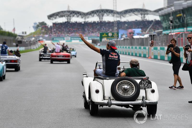 Карлос Сайнс-молодший, Scuderia Toro Rosso на параді пілотів