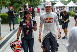 Pierre Gasly, Scuderia Toro Rosso und Fabiana Valenti, Scuderia Toro Rosso
