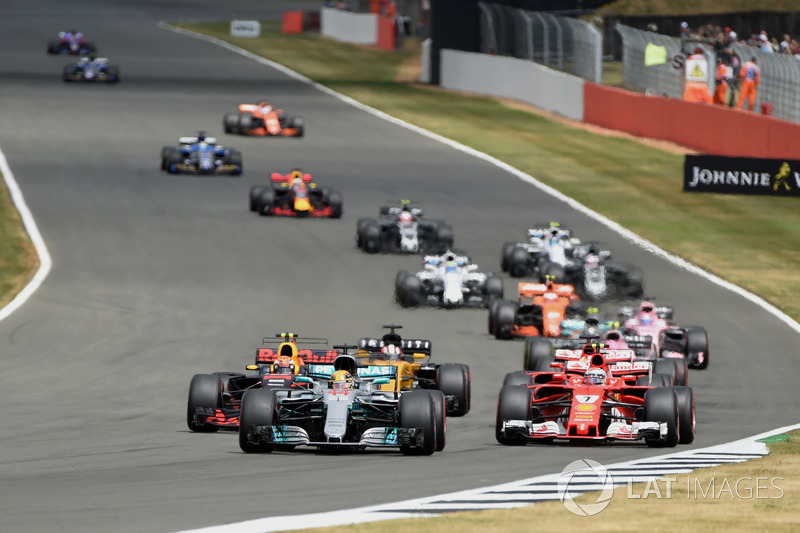 Lewis Hamilton, Mercedes-Benz F1 W08 leads at the start