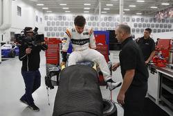 Fernando Alonso seat fitting