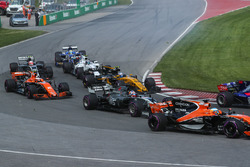 Fernando Alonso, McLaren MCL32 and Romain Grosjean, Haas F1 Team VF-17 at the start of the race