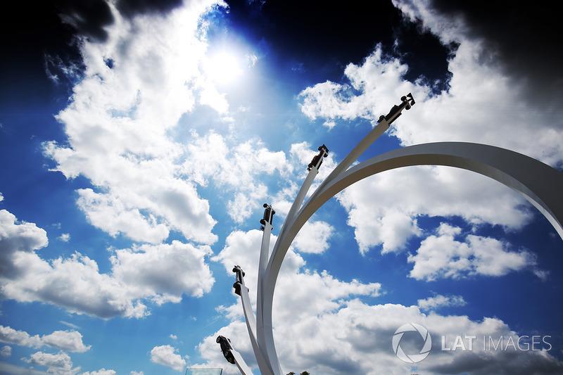 Bernie Ecclestone - Centre Sculpture