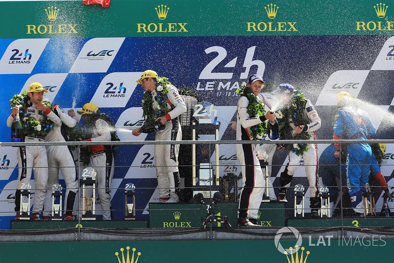 Podio: i vincitori della gara Timo Bernhard, Earl Bamber, Brendon Hartley, Porsche Team, al secondo posto Ho-Pin Tung, Oliver Jarvis, Thomas Laurent, DC Racing, al terzo posto Mathias Beche, David Heinemeier Hansson, Nelson Piquet Jr., Vaillante Rebellion