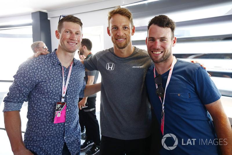 Монако: велогонщики Марк Реншоу (слева) и Марк Кавендиш (справа)
