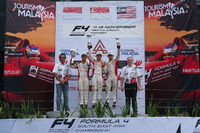 Podium: Pemenang Race 1, Danial Frost; peringkat kedua, Presley Martono; peringkat ketiga, Isyraf Danish
