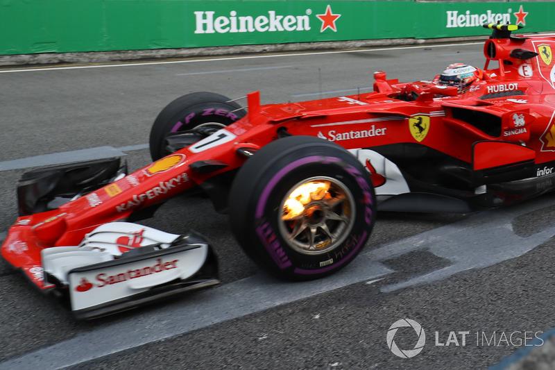 Kimi Raikkonen, Ferrari SF70-H with front brakes on fire