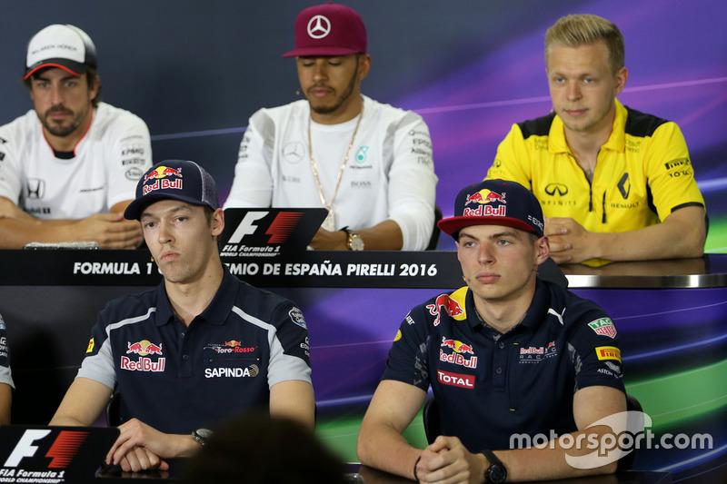 Daniil Kvyat, Scuderia Toro Rosso, und Max Verstappen, Red Bull Racing