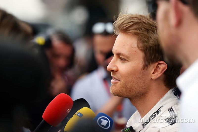 Nico Rosberg, Mercedes AMG F1 Team con los medios