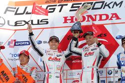 Podium GT300: race winners Kazuki Hoshino and Jann Mardenborough, Nddp Racing