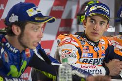 Tweede plaats Valentino Rossi, Yamaha Factory Racing, winnaar Marc Marquez, Repsol Honda Team