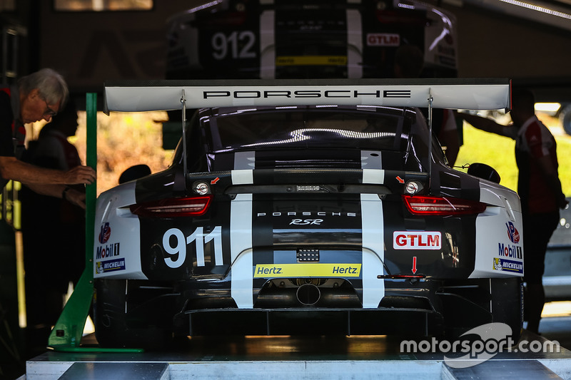Technische Inspektion: #911 Porsche Team North America, Porsche 911 RSR: Nick Tandy, Patrick Pilet, Richard Lietz