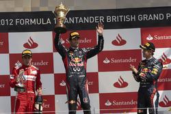 Podio: il vincitore della gara Mark Webber, Red Bull Racing, il secondo classificato Fernando Alsono, Ferrari, il terzo classificato Sebastian Vettel, Red Bull Racing