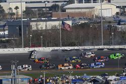 Chase Elliott, Hendrick Motorsports Chevrolet Camaro crashes