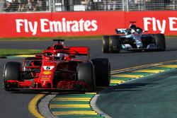 Sebastian Vettel, Ferrari SF71H devance Lewis Hamilton, Mercedes-AMG F1 W09