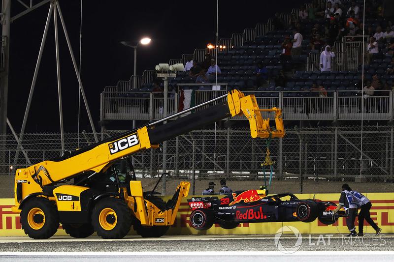 Max Verstappen, Red Bull Racing RB14 Tag Heuer, melintir di akhir Q1