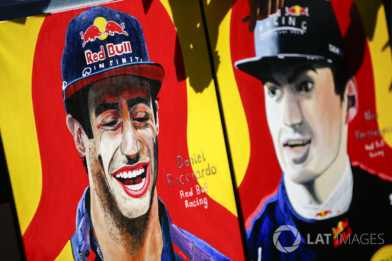 Une peinture représentant Daniel Ricciardo, Red Bull Racing, et Max Verstappen, Red Bull Racing